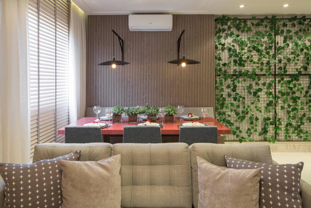 Modern dining room by SESSO & DALANEZI Modern