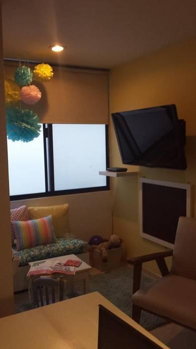 Casa: Estudios y oficinas de estilo  por Paola Hernandez Studio Comfort Design