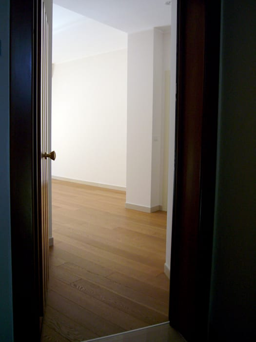 Casa A_M_ Nicola Sacco Architetto Ingresso, Corridoio & Scale in stile moderno