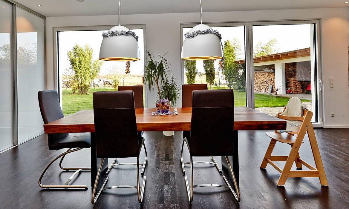 Salon de style  par hilzinger GmbH - Fenster + Türen,