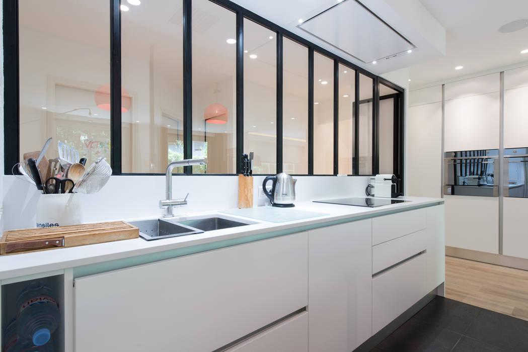 Plan de travail en QUARTZ Silestone : Cuisine de style de style Minimaliste par LA CUISINE DANS LE BAIN SK CONCEPT