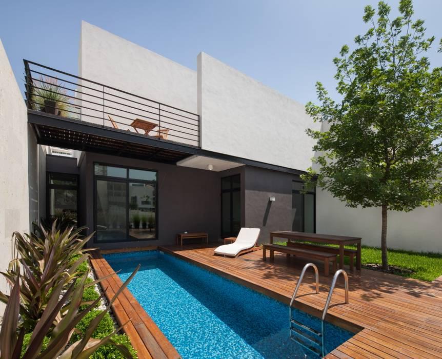 Casa Ming Balcones y terrazas de estilo moderno de LGZ Taller de arquitectura Moderno Madera Acabado en madera