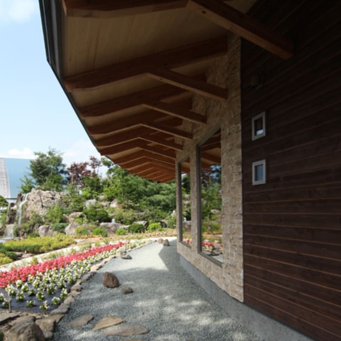 Casas de estilo rústico de 関建築設計室 / SEKI ARCHITECTURE & DESIGN ROOM Rústico