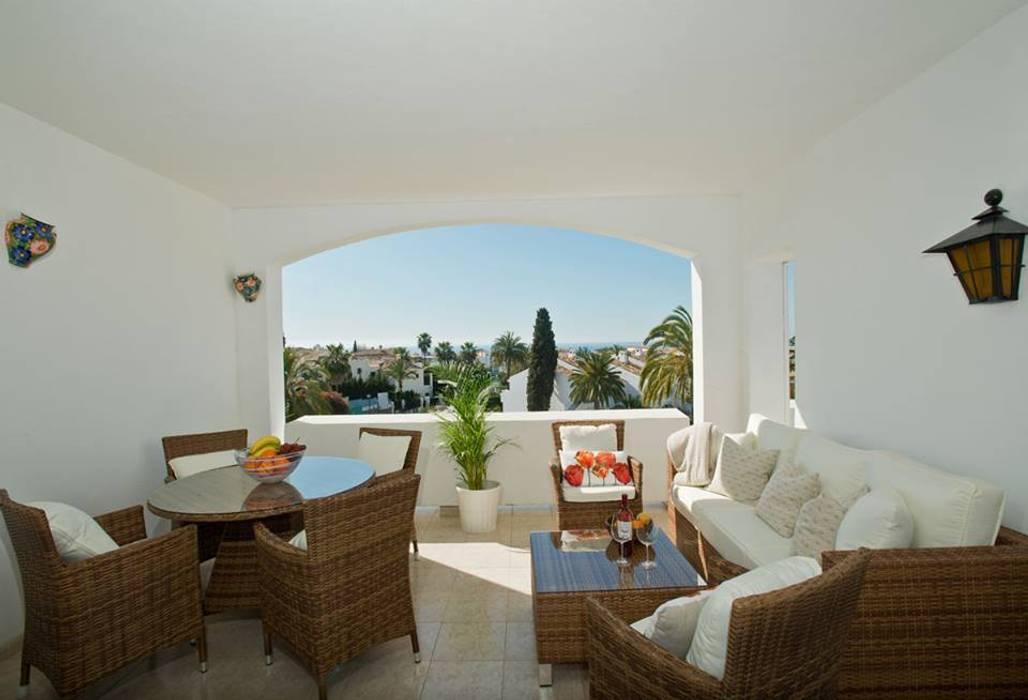Balcon, Veranda & Terrasse classiques par Gebauer Design Classique