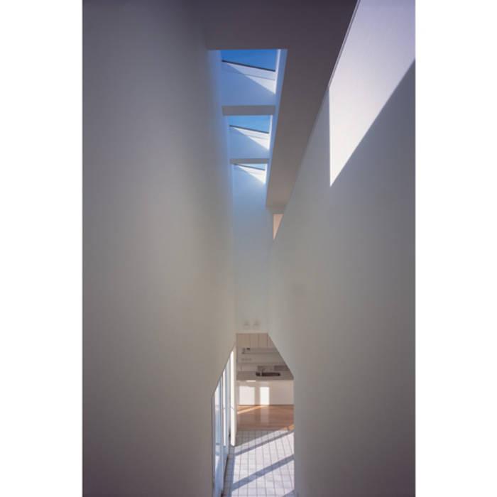 田の字プランのいえ モダンスタイルの 玄関&廊下&階段 の 関建築設計室 / SEKI ARCHITECTURE & DESIGN ROOM モダン