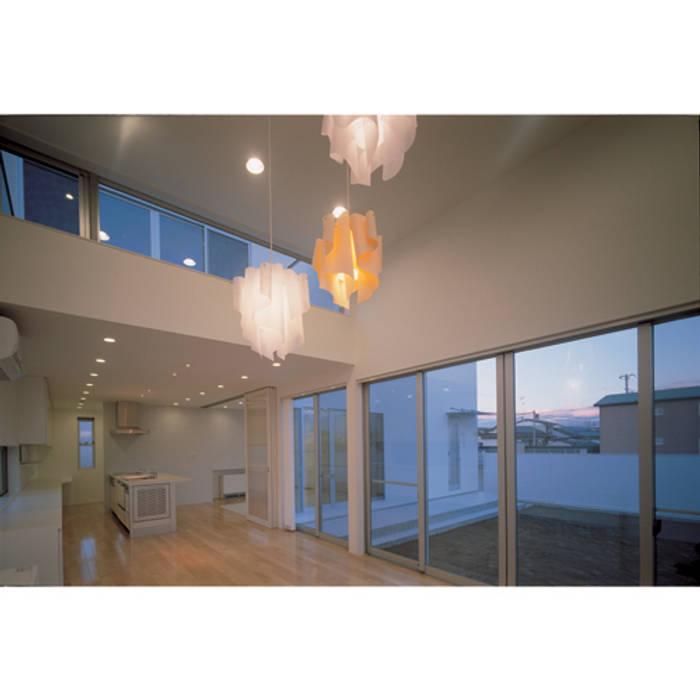 Livings modernos: Ideas, imágenes y decoración de 関建築設計室 / SEKI ARCHITECTURE & DESIGN ROOM Moderno