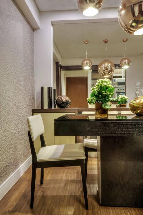 Столовая комната в стиле модерн от M2A - Arquitetura e Eventos Ltda Модерн