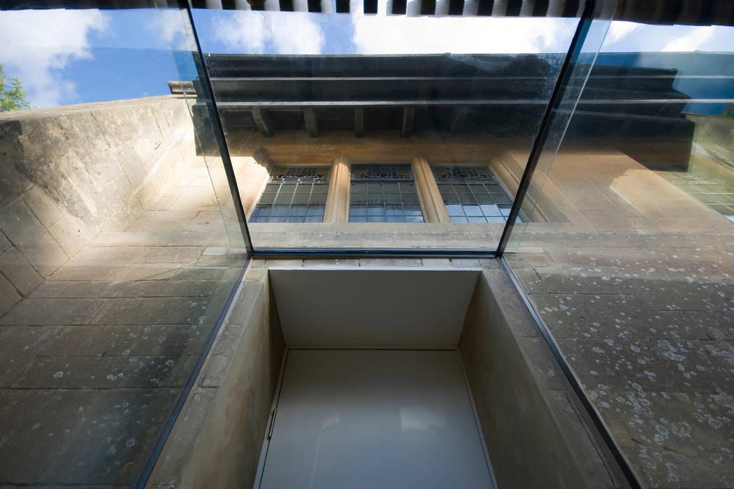 Gospel Hall Couloir, entrée, escaliers modernes par Designscape Architects Ltd Moderne