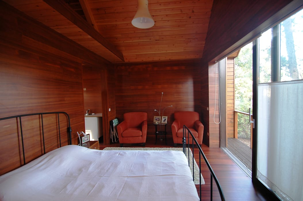 NORMA | Nova Arquitectura em Madeira (New Architecture in Wood) Rustic style bedroom Solid Wood Wood effect