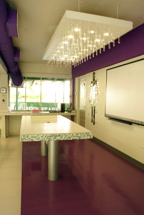 Laboratorio: Estudios y oficinas de estilo  por VIVAinteriores,