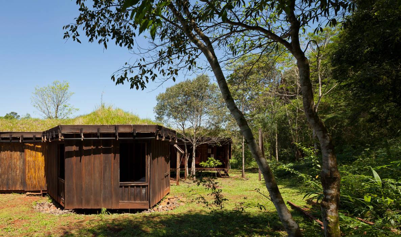 Сад в стиле кантри от IR arquitectura Кантри Твердая древесина Многоцветный