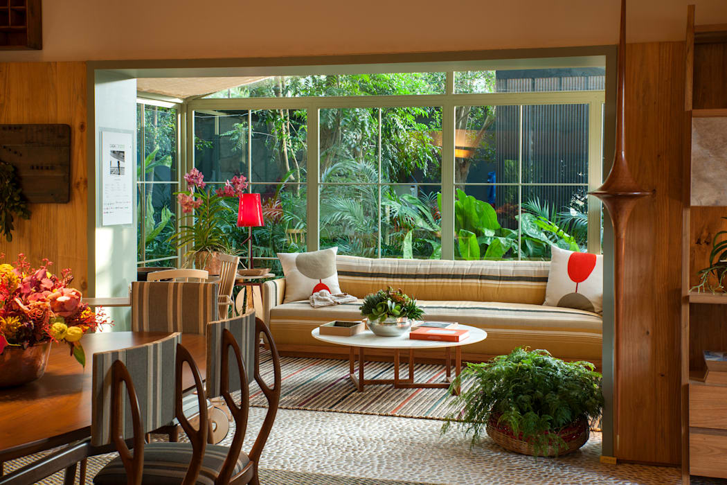 Salones de estilo  de Marina Linhares Decoração de Interiores, Tropical