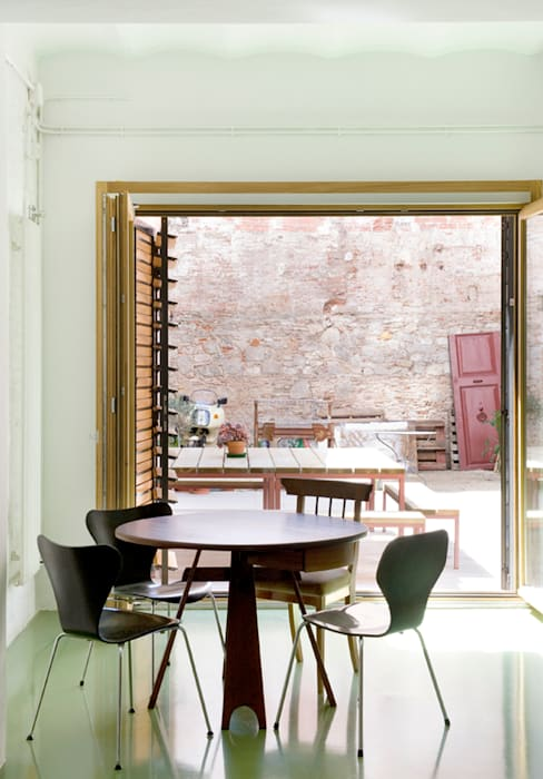 manrique planas arquitectes Industrial style dining room