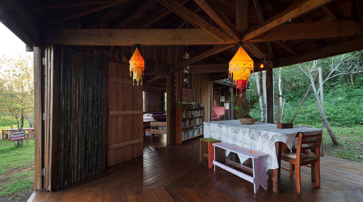 Esszimmer im Landhausstil von IR arquitectura Landhaus Massivholz Mehrfarbig