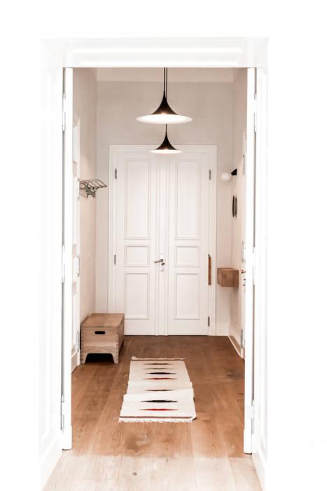 Couloir et hall d'entrée de style  par Loft Kolasinski,