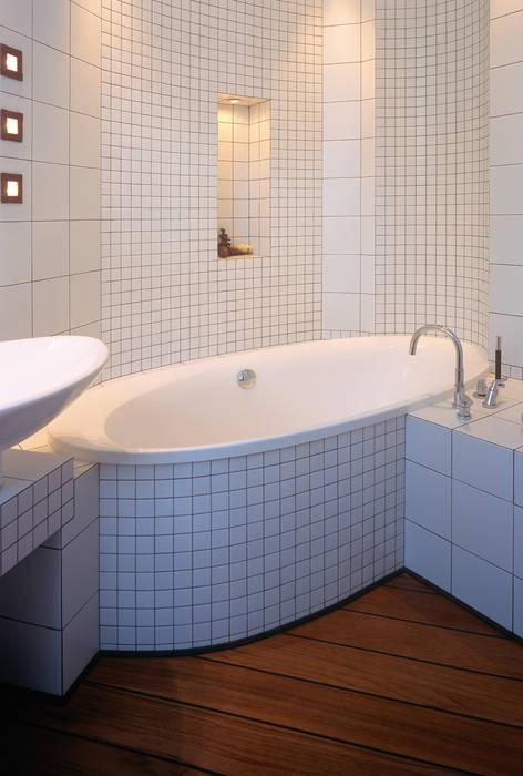 Grafick sp. z o. o. Klassische Badezimmer Tonwaren Weiß