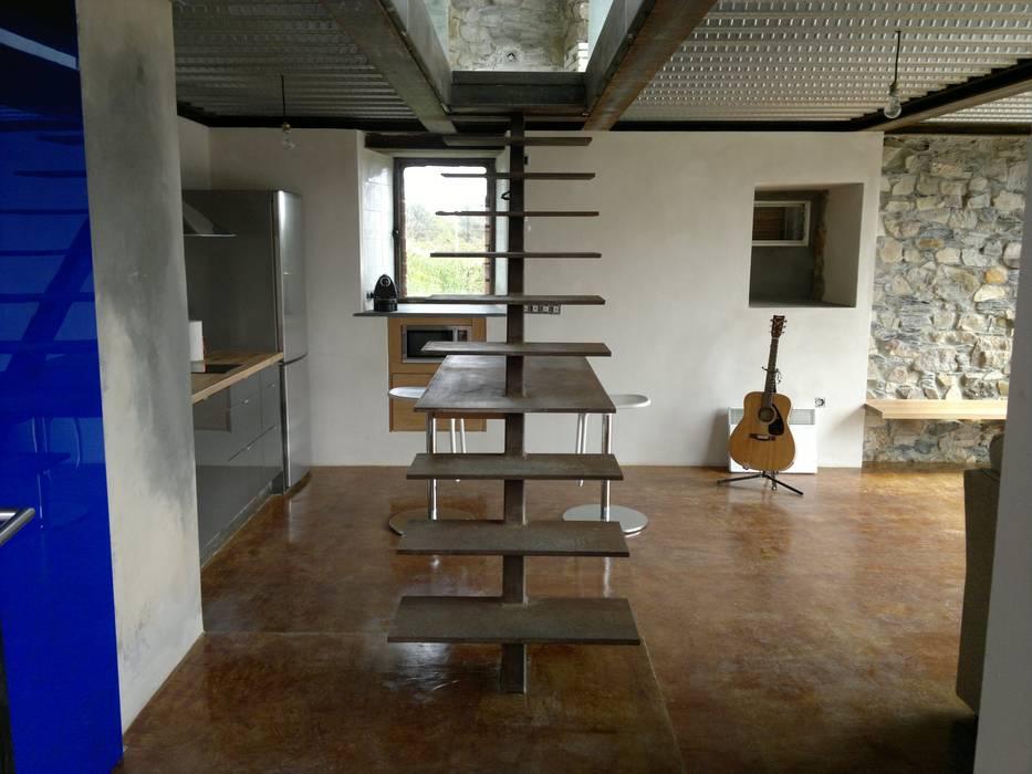 Moderne gangen, hallen & trappenhuizen van Tagarro-De Miguel Arquitectos Modern