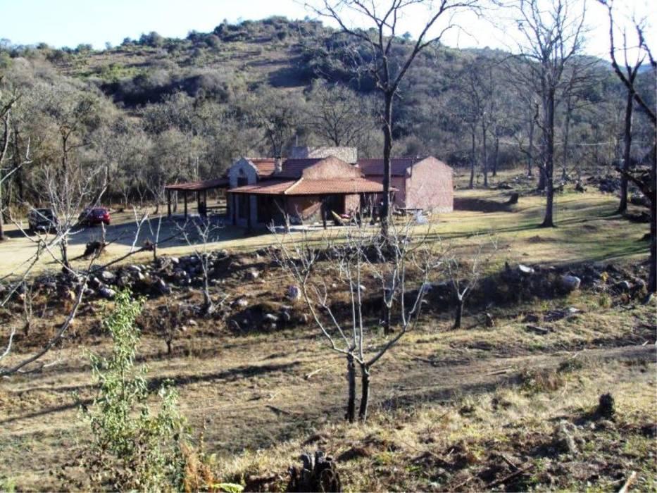 Casco de Finca en La Caldera: Casas de estilo  por Valy,Rural Ladrillos