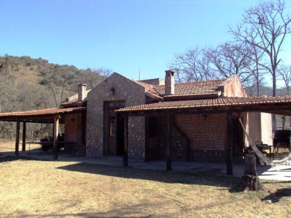 Casco de Finca en La Caldera: Casas de estilo  por Valy