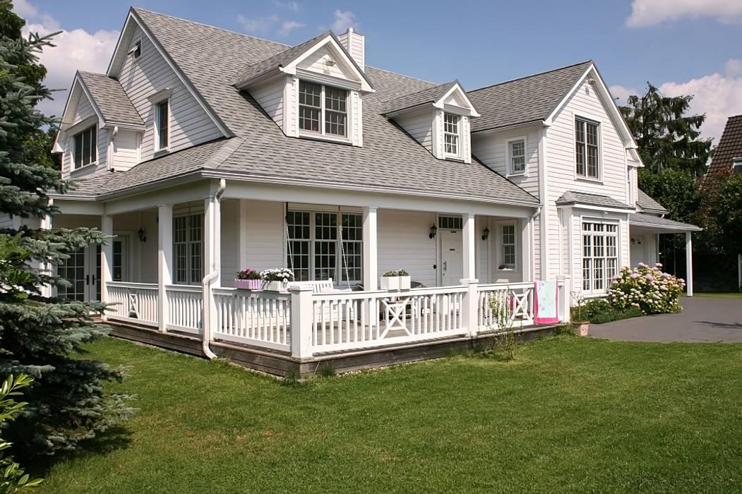 Casas de estilo rural de THE WHITE HOUSE american dream homes gmbh Rural