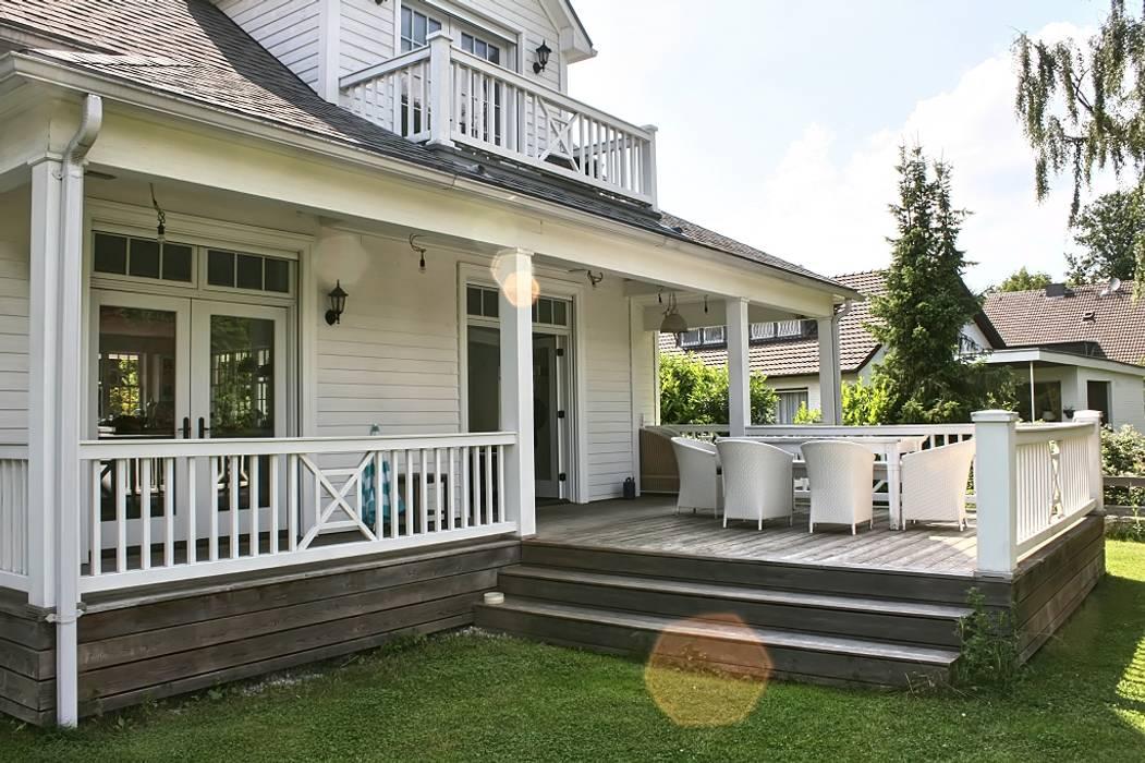 ระเบียง, นอกชาน by THE WHITE HOUSE american dream homes gmbh