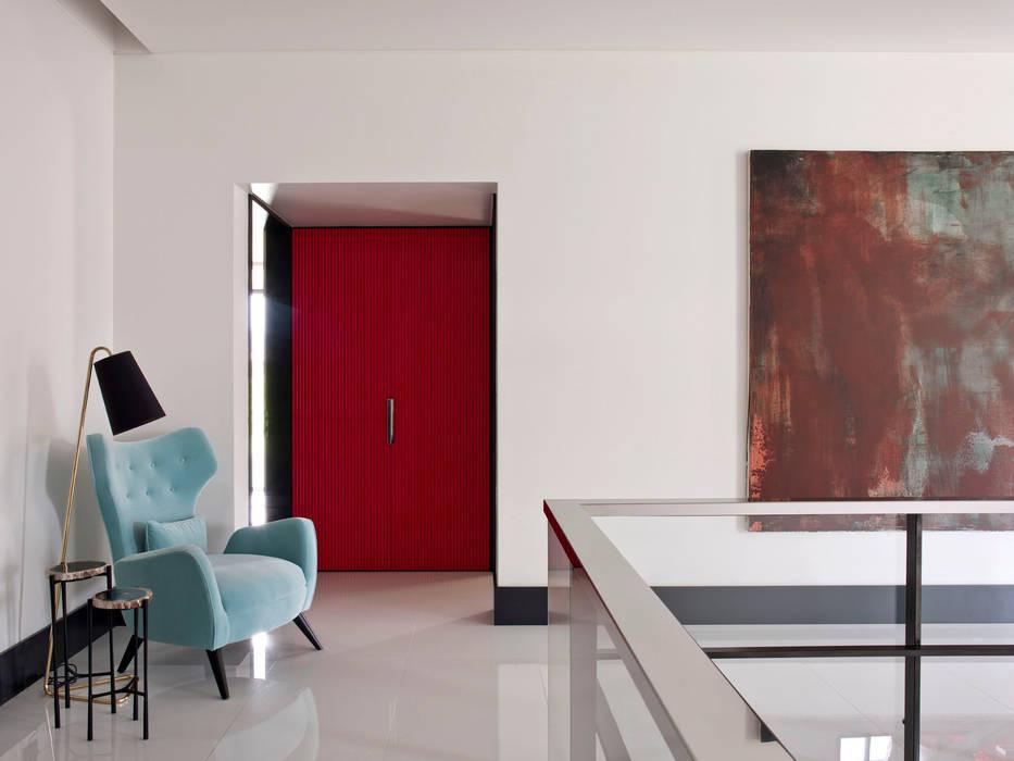 MODERN&DARING Corredores, halls e escadas modernos por SA&V - SAARANHA&VASCONCELOS Moderno