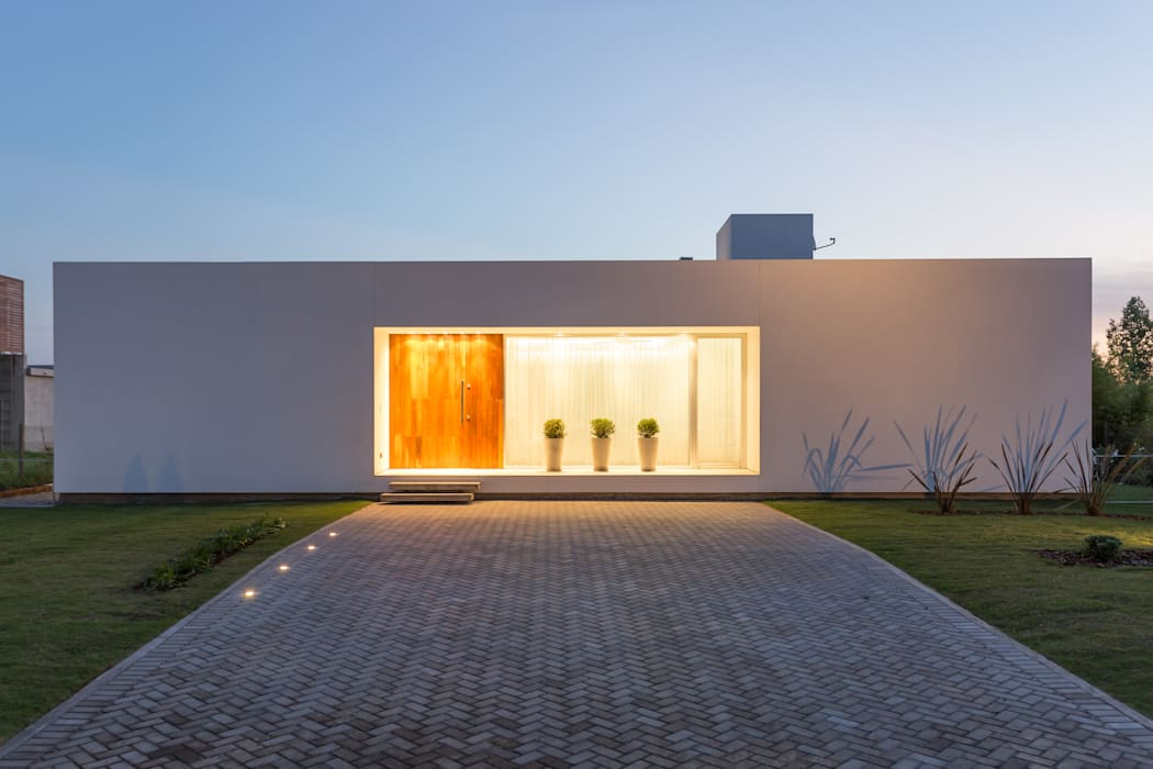 Houses by VISMARACORSI ARQUITECTOS