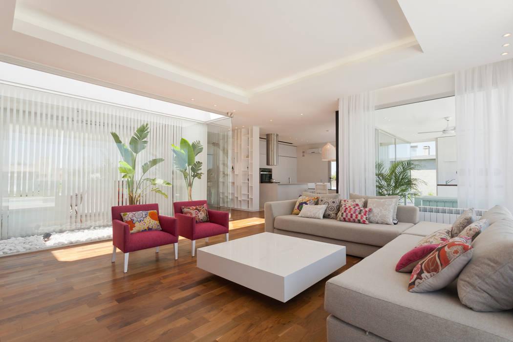 Salas / recibidores de estilo  por VISMARACORSI ARQUITECTOS,