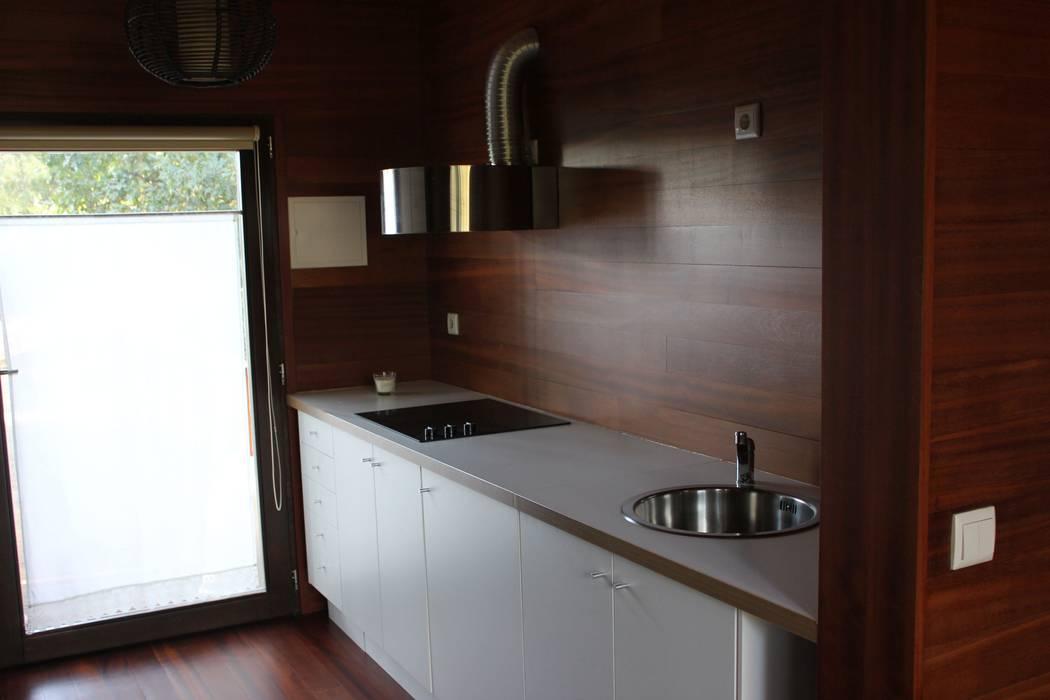3 anos depois... Casa em Cabeça Santa: Cozinhas  por NORMA | Nova Arquitectura em Madeira (New Architecture in Wood)