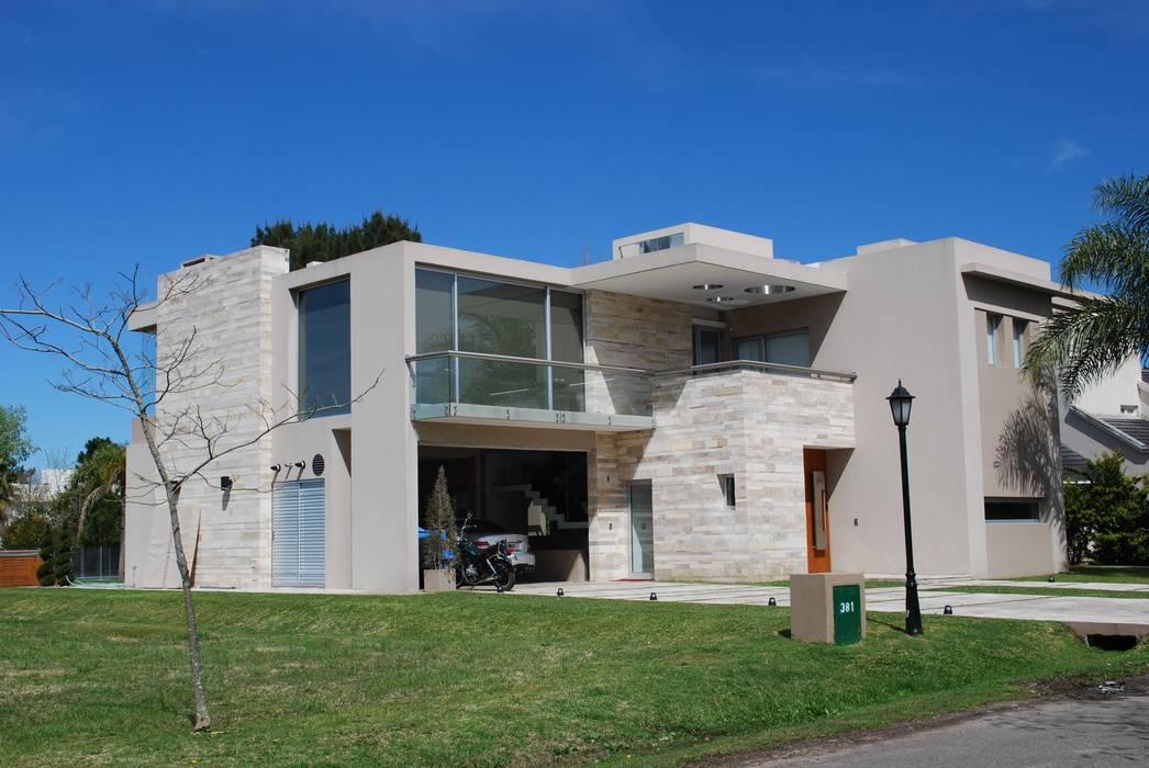 Modern home by cm espacio & arquitectura srl Modern Marble