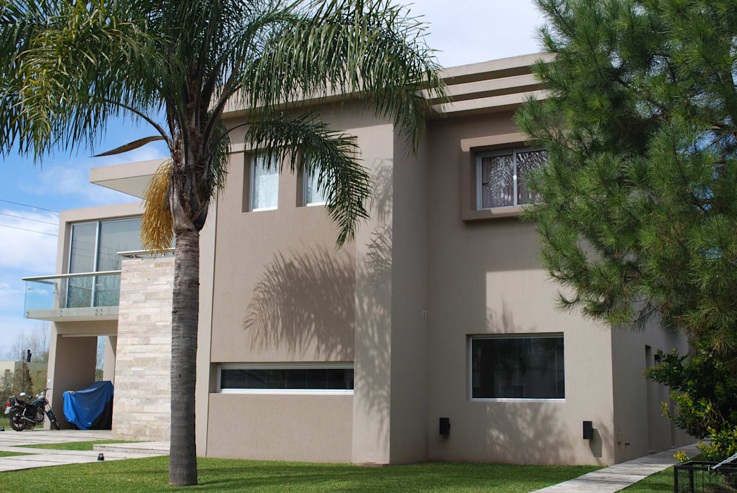 Modern home by cm espacio & arquitectura srl Modern