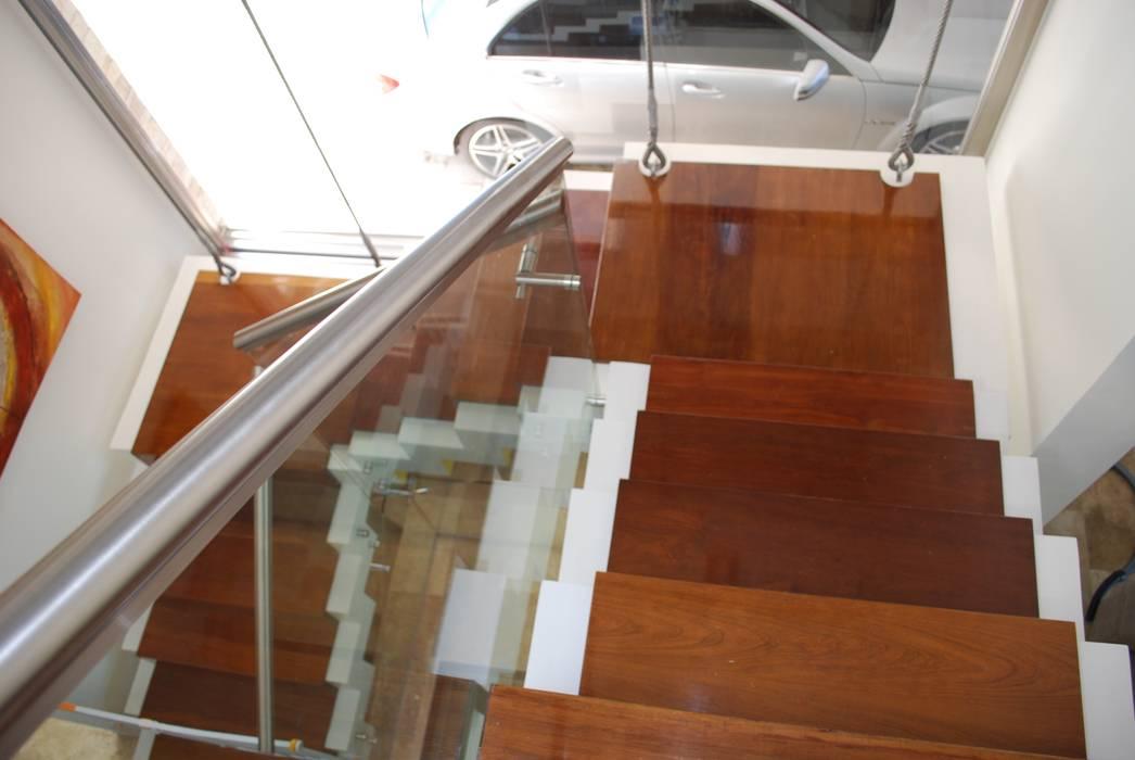 Modern Corridor, Hallway and Staircase by cm espacio & arquitectura srl Modern