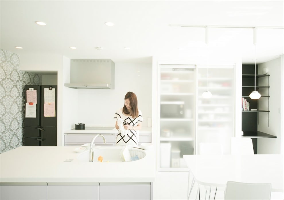 Moderne Küchen von ナイトウタカシ建築設計事務所 Modern