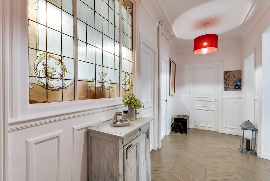 Paris 9: Couloir et hall d'entrée de style  par blackStones