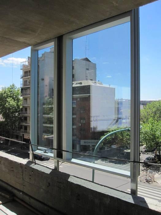 Moderne ramen & deuren van mm ARQUITECTOS Modern