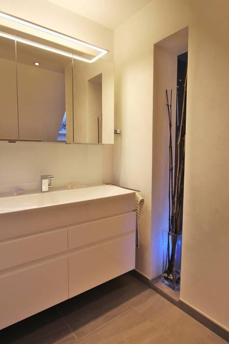 Modern bathroom by homify Modern Ceramic
