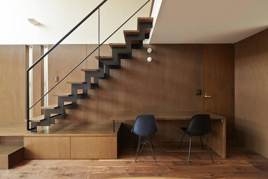Hành lang, sảnh & cầu thang phong cách hiện đại bởi 白砂孝洋建築設計事務所 Hiện đại
