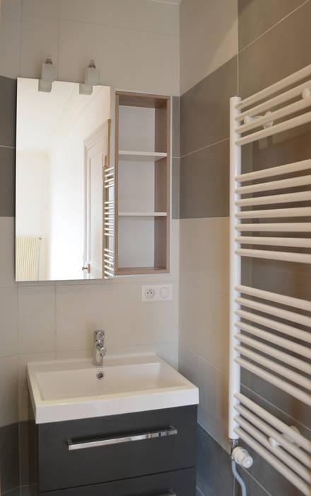 en nuances de gris: Salle de bains de style  par 2 par mètre