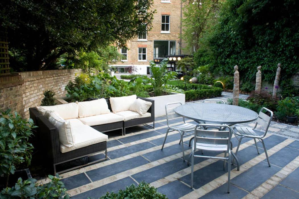 Entertaining Area Modern Garden by Earth Designs Modern