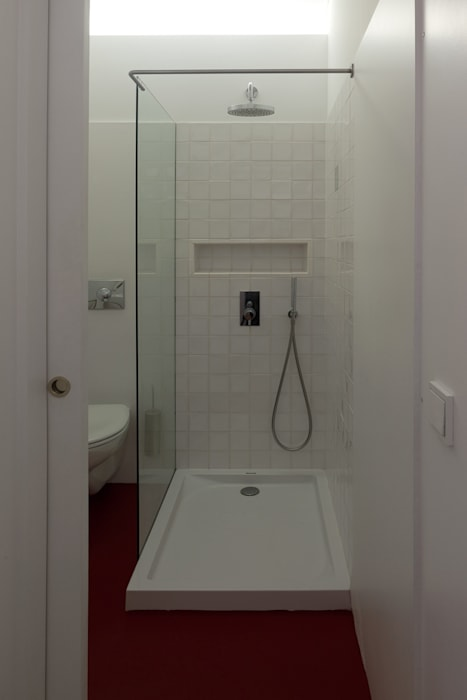 Apartment Porto downtown Modern bathroom by 560 architects Modern