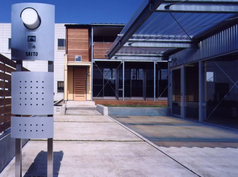 Casas modernas por 池野健建築...