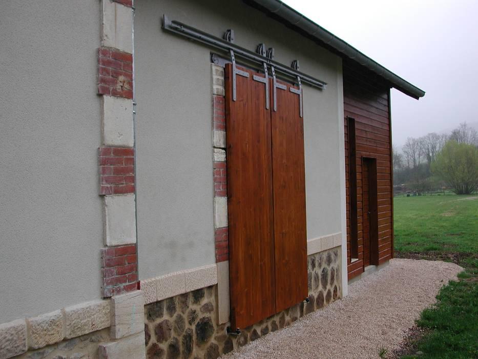 Rénovation des façades existantes: Maisons de style de stile Rural par Kauri Architecture