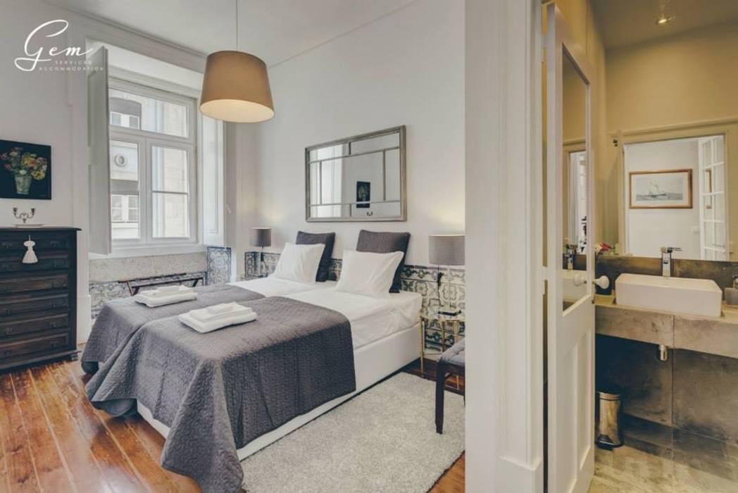 Dormitorios de estilo  por Obrasdecor, Rústico