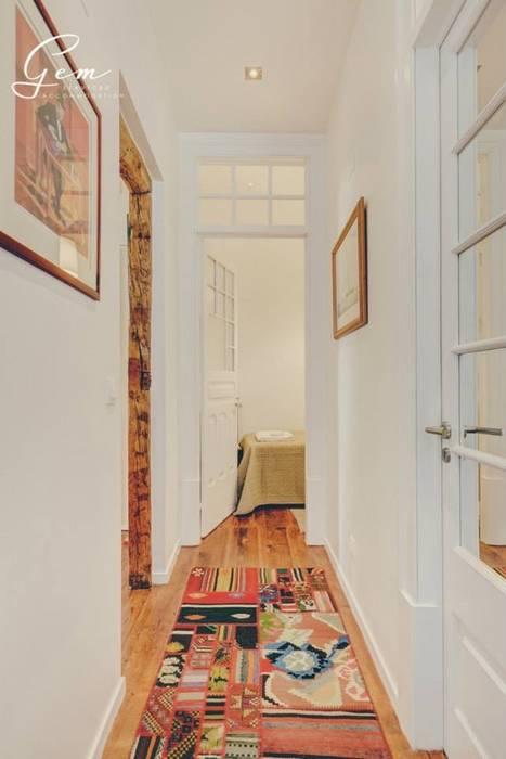 Rustic style corridor, hallway & stairs by Obrasdecor Rustic