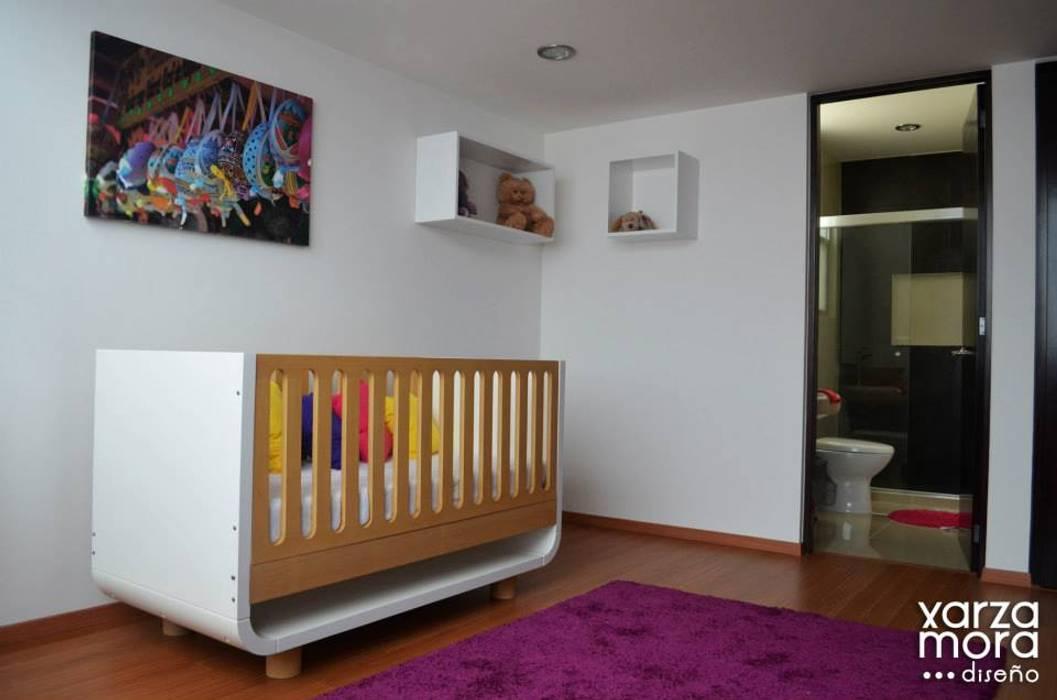 Minimalist nursery/kids room by Xarzamora Diseño Minimalist