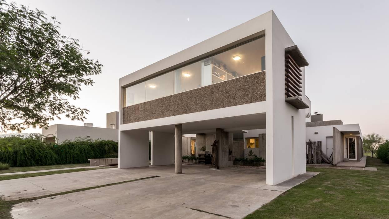 Rumah Modern Oleh barqs bisio arquitectos Modern