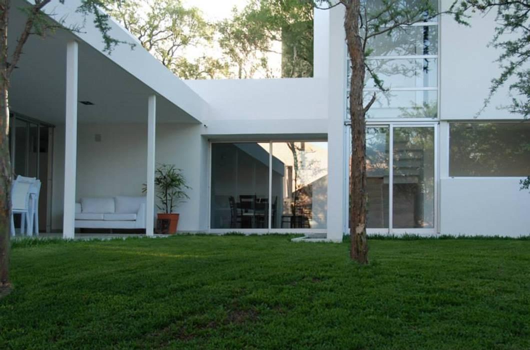 Rumah Modern Oleh FKB ARQUITECTOS Modern