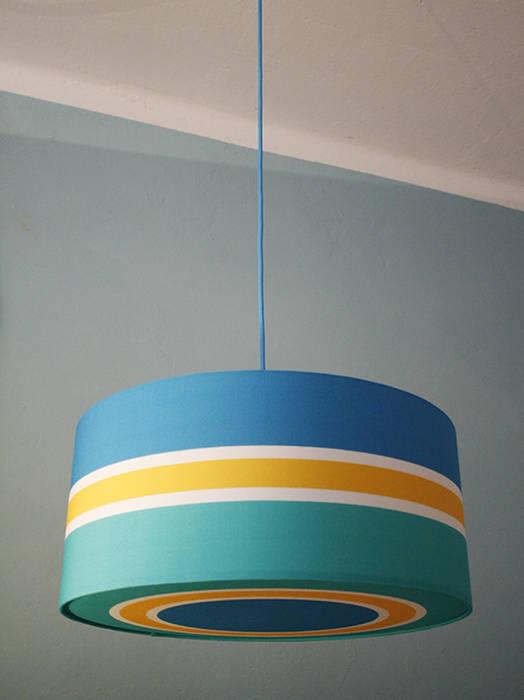 Licht- und farbexplosion in blau, gelb, türkis: moderne wohnzimmer ...