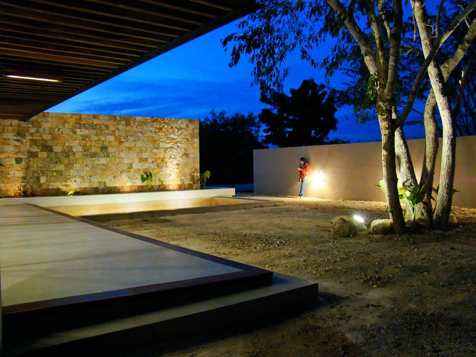 CASA PATIO : Casas de estilo  por STUDIO 360,