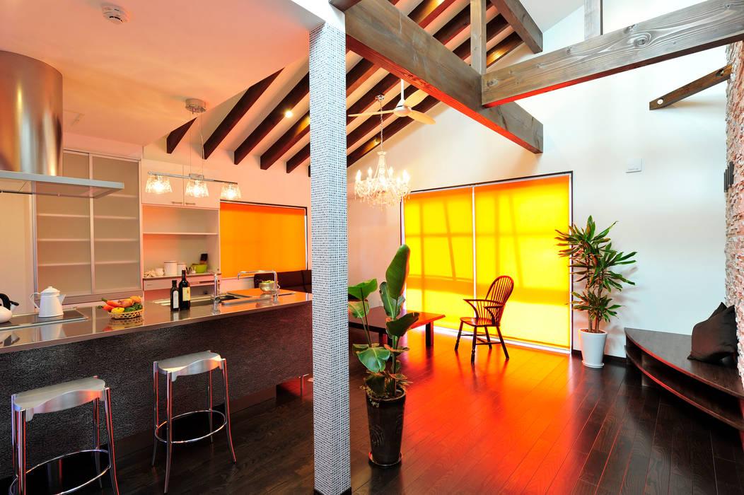 Modern kitchen by 松浦旦美建築事務所 Modern Wood Wood effect